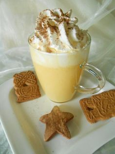 Authentic recipe for the German style eggnog, it is called Eierpunsch in German. Alcoholic drink with wine, brandy or rum and eggs. Will keep you warm! Winter Drinks, Winter Food, Zabaglione Recipe, Rhubarb And Ginger Gin, Refreshing Cocktails, Vegetable Drinks, Easter Brunch, Tapas, Mets