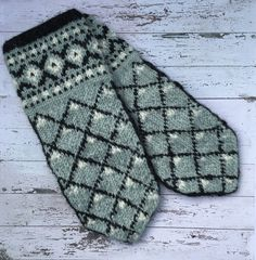 Knit Mittens, Knitted Gloves, Knitting Ideas, Knitting Patterns, Arm Warmers, Crocheting, Knit Crochet, Create, Inspiration