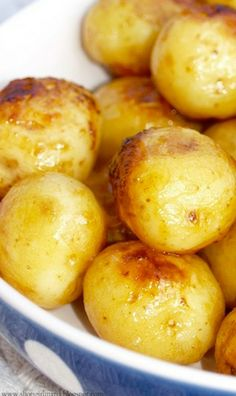 ROASTED HONEY DIJON BABY POTATOES RECIPE ~ The honey mustard dressing that makes their thin skin wonderfully crispy and flavorful... you can adjust all the ingredients' amounts according to your taste, of course!