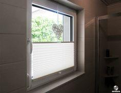 Sichtschutz am #Badezimmer Fenster - dank neuem sensuna® Plissee aus dem Raumtextilienshop - ein Kundenfoto