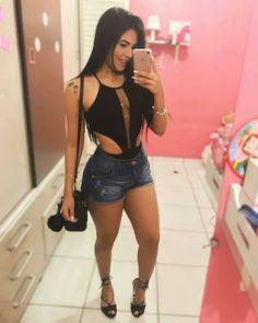 "7,127 Likes, 42 Comments - Simples Vaidade™  535k  (@simplesvaidade) on Instagram: ""De agora  #simplesvaidade #sv ▫ #lookbook #lookdodia #shortinho #girlfashion #cabelo #cabelosdivos…"""