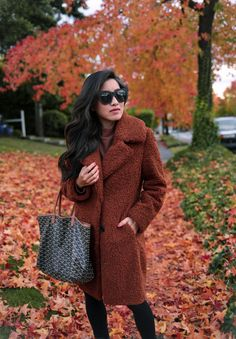Sharing my favorite stylish rain boots and try-ons of petite raincoats! Petite Trench Coat, Stylish Rain Boots, Stylish Coat, Barefoot Dreams Circle Cardigan, Extra Petite Blog, Lounge Outfit, Petite Fashion Tips, Autumn Winter Fashion, Petite Fashion