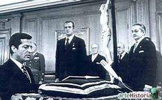 Adolfo Suárez jurando el cargo. España