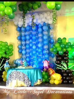 Waterfall balloon backdrop at a Jungle Party #jungleparty #balloons