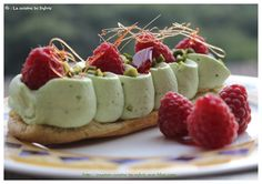 pistachio mascarpone whipped cream / raspberries or strawberries Individual Desserts, Unique Desserts, Eclairs, No Cook Desserts, Dessert Recipes, Choux Pastry, Pastry And Bakery, Sweet And Salty, Cakes And More