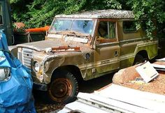 Forgotten Land Rovers are sad but somewhat artistic #rustinpeacelr #landrover
