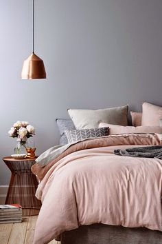 31 Beautiful Rose Gold Bedroom Design To Inspire You - Dlingoo Dream Bedroom, Home Bedroom, Bedroom Decor, Blush Bedroom, Bedroom Colors, Feminine Bedroom, Modern Bedroom, Bedroom Apartment, Bedroom Romantic