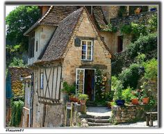 Nantes in France.My little stone cottage The Places Youll Go, Places To Go, La Dordogne, Rocamadour France, Beautiful Homes, Beautiful Places, Famous Castles, Ville France, Cozy Cottage