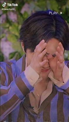 Kpop Exo, Suho Exo, Love Songs Playlist, Exo Music, Exo Songs, Exo Group, Handsome Korean Actors, Kim Junmyeon, Exo Memes