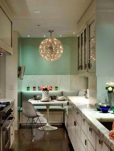 Кухонный уголок в пастельных тонах.