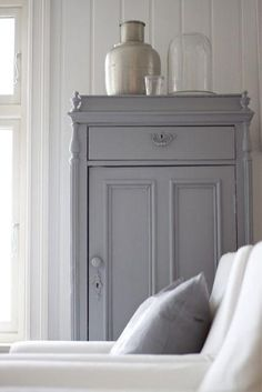 The Best of 2013 Interior Design Trends Going into 2014 – just decorate! Grey Cupboards, Pine Cabinets, Painted Furniture, Diy Furniture, Painted Armoire, Home Interior, Interior Design, Grey Houses, Cottage Style