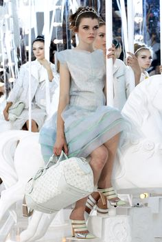 Louis Vuitton SS 2012 - carousel