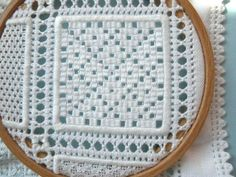 Designer Destaque Barbara Kershaw: Exquisite Schwalm Sampler