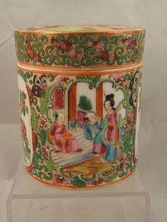 Chinese porcelain famille rose medallion round box. C19th