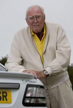 carlsson-erik Mesmo sem ter assinado um contrato de tabalho quando se tornou piloto pela Saab, em 1955, a carreira de décadas na companhia tornou o nome de Erik Carlsson tão associado à marca que ele ganhou um novo apelido: Mr. Saab. E ele também emprestou sobrenome a uma série especial: os Saab 900, 9000 e 9-3 Carlsson.   O Mr. Saab viveu para ver Pat Moss morrer em 2008. Viveu para ver a divisão de automóveis da Saab tornar-se uma divisão da General Motors e vender Subarus rebatizados – o…