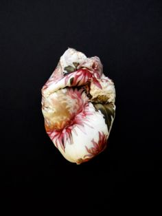 y Lyndie Dourthe. This is so pretty. I often feel my heart is a flower when I am in the garden. Vanitas, Textile Design, Textile Art, Language Of Flowers, Human Heart, Anatomy Art, Shape And Form, Heart Art, Sacred Heart