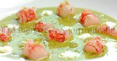 Crudo di gambero rosso di Mazara, con insalata liquida, gocce di mozzarella di bufala, crumble di pane alle erbette e terra di capperi | Tra Pignatte e Sgommarelli