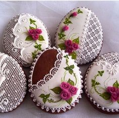 No web page for this, just the image, but aren't they gorgeous! Fancy Cookies, Iced Cookies, Easter Cookies, Sugar Cookies, Egg Crafts, Easter Crafts, Sugar Cookie Frosting, Icing, Iced Biscuits