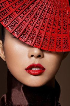 ❈ Geisha by Sky ❈ Chinese Element, Mood Images, Simply Red, Foto Art, Red Fashion, Asian Fashion, Style Fashion, Shades Of Red, Chinese Style