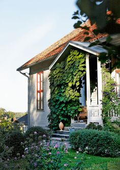 Nice little porch via my scandinavian home: swedish cottage Style Cottage, Swedish Cottage, Rue Verte, Eco Design, Boutique Deco, Gazebo, Pergola, Scandinavian Home, Elle Decor