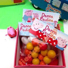 Fiesta de Peppa Pig con mesa de dulces
