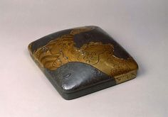 Writing box with Sumino-e design, maki-e by Ogata Korin Important Cultural Property Edo period, 17-18th century Seikado Art Museum Japanese Design, Japanese Style, Japanese Art, Edo Period, Gold Box, Everyday Items, 18th Century, Art Museum, Woodworking