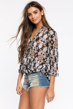 Рубашки Размеры: L Цвет: черный с принтом Цена: 1217 руб.     #одежда #женщинам #рубашки #коопт