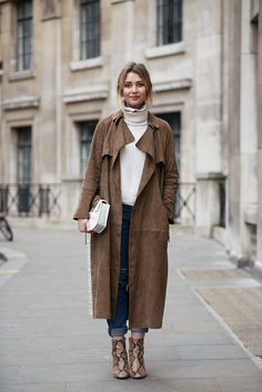 Stockholm Street Style: Beige suede duster coat, white turtleneck sweater, jeans and snake booties. Cute fall outfit.
