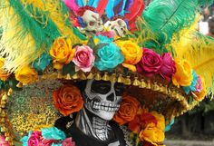 The Best Pictures From Mexico City's Day of the Dead Parade The skulls may fool you, but the festival is a celebration of life Mexican Skulls, Mexican Folk Art, Up Halloween, Vintage Halloween, Halloween Costumes, Halloween Makeup, Mexico Day Of The Dead, Ancient Aztecs, Mexican Holiday