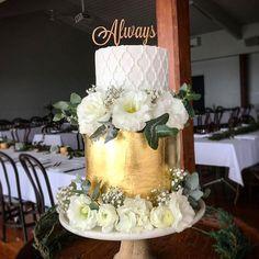 Different light, but same cake...... still love it. ❤️ beautiful room set up @simonswaterfront #thesweetbaker #thesweetbakermel #thesweetbakercakes #cakestagram #instacake #sweetmagazine #cakeporm #cakeporn #acdnmember #gold #goldleaf #morrocantiles #flowers #wedding #weddingcake #weddings3280 #weddingseason #warrnamboolwedding #warrnambool #eat3280 #westerndistrictweddings #MarvelousMolds #satinice
