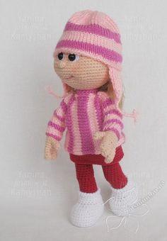 Muñeca en patrón de suéter y sombrero ganchillo por jasminetoys