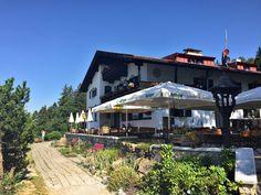 Einfache Wanderung auf die Schliersbergalm (1061m) direkt über dem Schliersee. Dank Bergbahn, Rodelstrecke und Spielplätzen ideal für Familien geeignet.