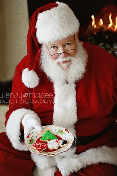 If I could just get my dad to grow out his beard, I could totally pull off a Holiday Santa Mini Session