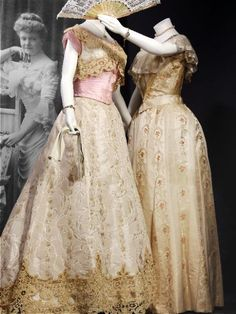 Left: Gala dress (toilette décolletée), 1901, at the Gemeentemuseum Den Haag. Worn by Baroness Elisabeth Sloet van Marxveld as maid of honor in the wedding procession of Queen Wilhelmina of the Netherlands.
