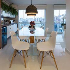 Sala de jantar com mesa ampla de vidro de Sala de Jantar de Marcia Acaro - Viva Decora
