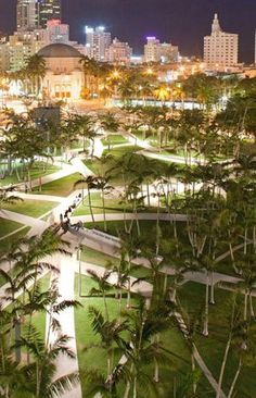 Landscape architect Adriaan Geuze designed Soundscape Park in Miami (via The Dirt). Photo by Swamp landscape / Andersom agency.
