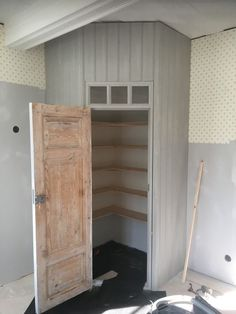 Build the pantry in the kitchen, use an old door ? kitchen corner … – Pantry With Organization Kitchen Kitchen Corner, Home, Built In Pantry, Pantry Redo, Farmhouse Kitchen, Kitchen Pantry Design, Diy Pantry, Diy Kitchen, Old Door