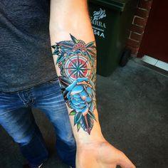Bussola tatuagens no interior do braco de ideias para homens e mulheres