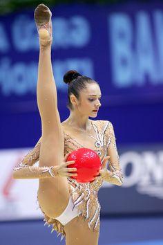 ( *`ω´) ιf you dᎾℕ't lιkє Ꮗhat you sєє❤, plєᎯsє bє kιnd Ꭿℕd just movє ᎯlᎾng. Gymnastics Flexibility, Acrobatic Gymnastics, Sport Gymnastics, Artistic Gymnastics, Olympic Gymnastics, Gymnastics Problems, Olympic Games, Gymnastics Photography, Gymnastics Pictures