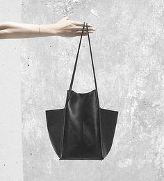 Schöne, große Tasche aus weichem, glattem Leder. Hier entdecken und shoppen: http://sturbock.me/RJu