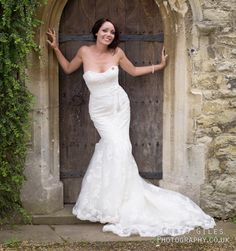 love this, you can do it with any doorway, really posed bridal wedding photography