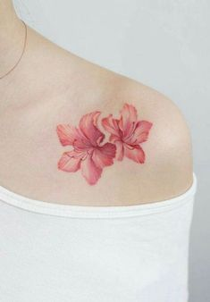Unique Beautiful Coral Orange Lily Floral Flower Shoulder Tattoo Ideas for Women… - Memory Tattoo Hawaiian Flower Tattoos, Hibiscus Flower Tattoos, Delicate Flower Tattoo, Lily Flower Tattoos, Tattoo Flowers, Hawaiian Flowers, Hibiscus Flowers, Elegant Tattoos, Trendy Tattoos