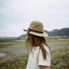 birdasaurus: Laura Dart (A Feminine Tomboy) Freckles And Constellations, Feminine Tomboy, Style Outfits, Silky Dress, Wearing A Hat, Love Hat, Cute Hats, Mode Inspiration, Headgear
