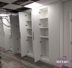 Are you searching for a wardrobe solution that offers fantastic storage space and customization options while also looking absolutely dapper? That is precisely what we offer with our range of top-quality bespoke wardrobes and interiors. Bespoke Wardrobes, Fitted Wardrobes, Fitted Bedroom Furniture, Fitted Bedrooms, Made To Measure Wardrobes, Wardrobe Solutions, Clean Bedroom, Wardrobe Design, Kitchen Furniture