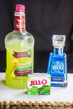 With only 3 ingredients (Margarita mix, tequila, and lime jello) these are the easiest jello shots and they taste just like a Margarita. It's the best jello shot recipe ever! I'll definitely be serving them at my Super Bowl and St. Tequila Jello Shots, Jello Shots Recept, Malibu Jello Shots, Lime Jello Shots, Cherry Jello Shots, Watermelon Jello Shots, Easy Jello Shots, Strawberry Margarita Jello Shots, Jelly Shots