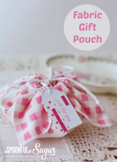 DIY:: fabric pouch from a spoonful of sugar plus 74 more gift wrapping ideas! Creative Gift Wrapping, Wrapping Ideas, Creative Gifts, Wrapping Papers, Wrapping Presents, Sewing Tutorials, Sewing Crafts, Sewing Projects, Tutorial Sewing