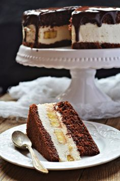 Chocolate cake with coffee mousse and bananas (recipe in Polish)