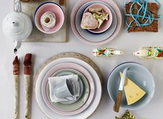 Swedish Grace Tallerken, 270 mm, Is - Rörstrand @ RoyalDesign. Food Styling, Food Photography Styling, Food Design, Design Scandinavian, Things Organized Neatly, Teller, Afternoon Tea, Fresh Fruit, Food Art