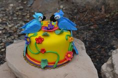 Here is a mini RIO themed cake Back View Edible Fondant Birds Rio Cake, Rio Party, 2nd Birthday Parties, Birthday Ideas, Character Cakes, Themed Cakes, Cake Smash, Party Gifts, Cake Designs