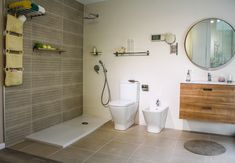 Vista general del baño en suit del piso piloto con sus tres propuestas de porcelánicos y el mobiliario en color cedro. Los tres modelos son de Saloni. Alcove, Bathtub, Vanity, Bathroom, Templates, Shower Bathroom, Color Coordination, Chalets, Tiles